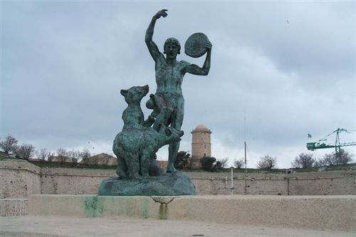 Marseille - I think the bears want this guy to throw the frisbee already!